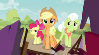 Applejack taking in reality S3E8