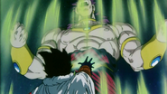 Paragus detiene a broly