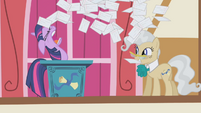 Twilight gives up S1E04