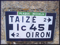 79 Oiron Bilazais plaque Ic45