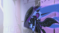 Nightmare Moon trying to resist bright flash S1E2