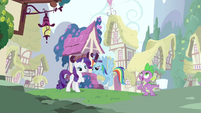 Rarity &amp; Rainbow Dash hanging out S3E11
