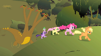 Twilight and others run from the hydra S01E15