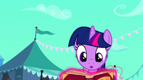Twilight Book Glows Not Horn S03E01