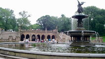 800px-Angel of the Waters Fountain and Bethesda Terrace, Central Park, NYC