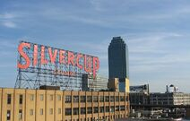 800px-Silvercup Studios and Citicorp Building from Queensboro Bridge
