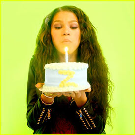 Zendaya-coleman-blowing-out-candles