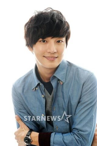 http://images2.wikia.nocookie.net/__cb20130304051759/drama/es/images/thumb/4/47/Yoon_Shi_Yoon14.jpg/319px-Yoon_Shi_Yoon14.jpg