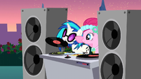 DJ Pon-3 about to start the music S2E26