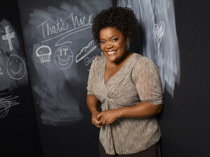 Yvette-Nicole-Brown-as-Shirley-community-15622809-600-449