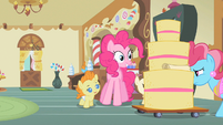 Pinkie Pie eyes cake S2E13