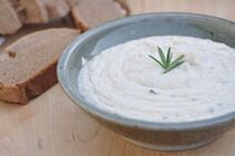 300px-Garlic bean dip