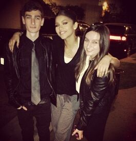 Zendaya-coleman-dark-with=pals