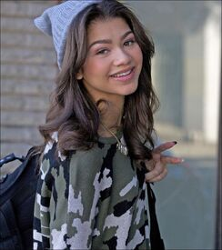 Zendaya-coleman-no-makeup-armycamohat