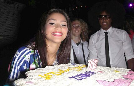 Zendaya-coleman-sweet-16-birthday-cake