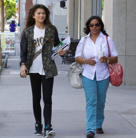Zendaya-coleman-with-mother