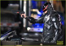Joel-kinnaman-suits-up-for-robocop-reshoots-17