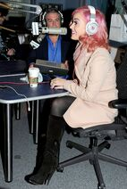 CU-Katy Perry appears on The Elvis Duran Morning Show-02