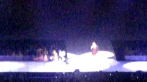 Glee Live! Boston- Jesse's Girl (with intro of Brittany, Blaine, Kurt skit)