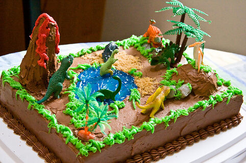482px-Kid%27s_4th_Delicious_Dinosaur_Swiss_Butter_Cream_Birthday_Cake_home_made_by_Barb.jpg